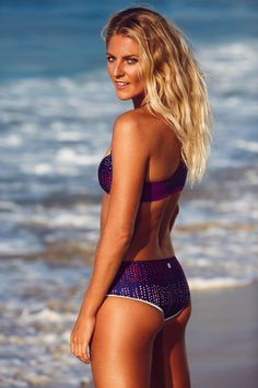 Beach babe, Steph Gilmore soaking up the Summer sun in new #ROXYfitness
