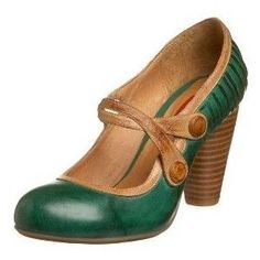 malachite shoes :-D I love the straps, I love the combination of leather and green, and I love those layered heels...