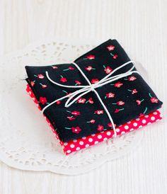 stoffe di cotone colorate 2  rosso a pois e nero di ilgattogoloso, €4.90