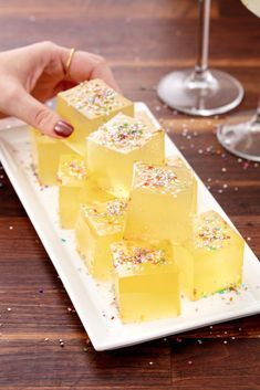 Christmas Jello Shots - Recipes for Holiday and Thanksgiving Jell-o Shot Ideas Champagne Jello Shots, Champagne Cocktail, Gin Jelly Shots, Alcohol Shots, Drinks Alcohol, Krispy Kreme, Trifle, 21 Day Fix, Best Jello Shots