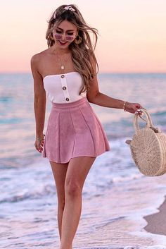Box pleated suede skirt be the prettiest girly girl in the room with the vatican crop in white! style this with a denim skirt and boots for your next lunch date with the gals! Cute Casual Outfits, Girly Outfits, Cute Summer Outfits, Skirt Outfits, Pretty Outfits, Stylish Outfits, Spring Outfits, Teen Fashion Outfits, Cute Fashion