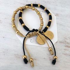 Pulseras para parejas by Luz Marina Valeri Macrame Jewelry, Macrame Bracelets, Ankle Bracelets, Handmade Bracelets, Jewelry Bracelets, Handmade Jewelry, Bracelet Crafts, Jewelry Crafts, Matching Couple Bracelets