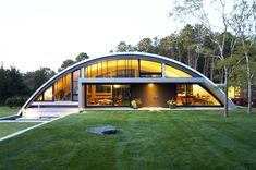 MB Architecture's Stunning Energy-efficient Green Arc House is Mostly Buried Underground Unusual Buildings, Small Buildings, Metal Buildings, Warehouse Home, Warehouse Design, Hexagon House, Quonset Hut Homes, Barn Homes, Environmental Architecture