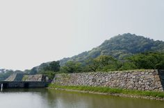Only the foundation of castle tower has been remained in Hagi Castle.  Its castle town is also famous.  It is worlth visiting.  Please visit Hagi town in Yamaguchi Prefecture.  天守台のみ残る山口県の萩城。その城下町も一見の価値アリ。です。
