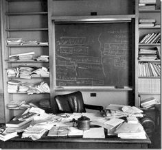 Albert Einstein / Desk
