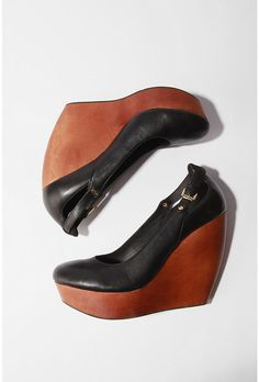 love the curved back heel on these playforms