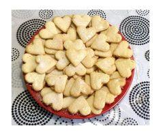 Kókuszos Valentin-napi keksz.süss velem.com Apple Pie, Valentino, Sweets, Cookies, Baking, Food, Sweet Pastries, Crack Crackers, Biscuits