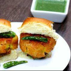 Indian Fast Food, Indian Food Recipes, Asian Recipes, Healthy Potato Recipes, Spicy Recipes, Cooking Recipes, Veg Burgers Recipe, Maharashtra Food, Vada Pav Recipe