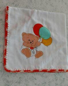 Fralda branca 100%co, com ursinho , com crochet. Ainda há espera da companhia de um bebé #umtoquedeamorebomgosto #encomendas