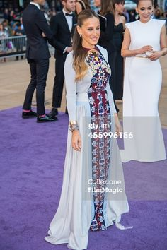 "The New York City Ballet 2014 Fall Gala, 23 Settembre 2014 Sarah Jessica Parker, chairman of the ""New York City Ballet"", wearing a white dress with multicolor embroidery of the Fall / Winter 2014/15. Sarah Jessica Parker, chairman del ""New York City Ballet"", indossa un abito bianco con ricami multicolor della collezione Autunno/Inverno 2014/15. 莎拉·杰西卡·帕克,纽约城市芭蕾舞团的主席,身穿白色礼服的秋/冬2014/15多色绣花。…"