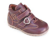 Bota sport de velcro para las niñas más guerreras. Roly Poly Children Footwear.