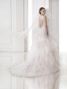 510dac2133 Milenka esküvői ruha - Pronovias 2015 kollekciók - Esküvői ruha szalon - Menyasszonyi  ruha kölcsönzés Esküvő
