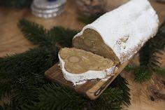 Für gemütliche Adventssonntage habe ich ein leckeren Stollen mit Marzipan und Wallnüssen für euch Stollen ist das Traditionsgebäck zur Weihnachtszeit. Gesund ist der zuckerhaltige Teig zwar in keinster Weise, aber dafür super lecker. Die typische Variante mit Rosinen habe ich ein wenig umgewandelt (steh' ich nicht so drauf) und habe stattdessen noch ein paar Wallnüsse …