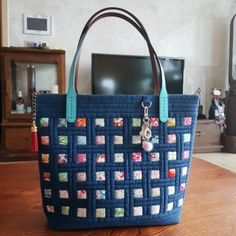 Pouch, Wallet, Quilted Bag, Custom Bags, Purses And Bags, Quilts, Tote Bag, Sewing, Patches