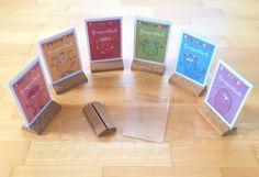 Materialwiese: Beschriftung von Gruppentischen in der Grundschule