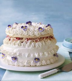 My next baking challenge.Mary Berry's Spanische Windtorte recipe from the Great British Bake Off. Great British Bake Off, British Bake Off Recipes, British Baking Show Recipes, Meringue Desserts, Meringue Cake, Fondant Rose, Pavlova, Dessert Decoration, Thing 1