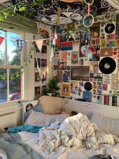 Indie Room Decor, Cute Room Decor, Aesthetic Room Decor, Aesthetic Indie, Aesthetic Vintage, Aesthetic Bedrooms, Hipster Room Decor, Aesthetic Green, Small Room Decor