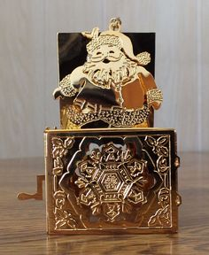 Danbury Mint Gold Christmas Ornament - SANTA-IN-A-BOX - 1992 Excellent
