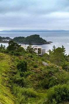 Straumsnes Holiday Cabin – Views Over a Norwegian Fjord