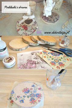 Drewniane podkładki DIY. Zobacz jak w kilka chwil zrobić piękną dekorację i praktyczną podkładkę. Po więcej zapraszamy na www.dekostacja.pl