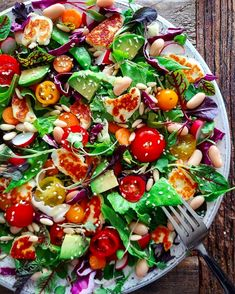 This Halloumi Rainbow Salad recipe is featured in the Kale & Other Greens feed along with many more. Vegetarian Recipes, Cooking Recipes, Healthy Recipes, Simple Salad Recipes, Green Salad Recipes, Healthy Tips, Cheesecake Cupcakes, Halloumi Salad Recipes, Ensalada Thai