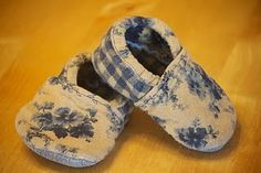 Cute homemade baby slippers. There is a link to a free printable pattern.