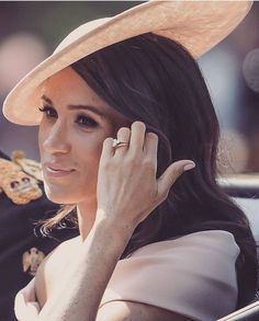 June 2018 - HRH The Duchess of Sussex, Meghan Markle at her first Trooping the Colour Event. Megan E Harry, Prince Harry Et Meghan, Princess Meghan, Princess Charlotte, Prinz Harry Meghan Markle, Harry And Megan Markle, Windsor, Suits Usa, Meagan Good