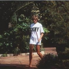 Princess Diana became a fashion inspiration after her divorce, and was known for always breaking the fashion rule book. Scroll through for her best 'revenge looks'.--from Esther Chua-- Princess Diana Fashion, Lady Diana Spencer, Princess Of Wales, Queen Of Hearts, Celebs, Celebrities, Girl Crushes, Role Models, Supermodels