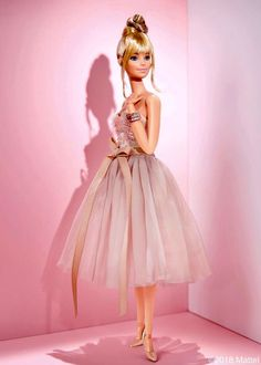 A softer take on my fav color! Tying up my look with this petal pink palette. A softer take on my fav color! Tying up my look with this petal pink palette. Barbie Style, Barbie Model, Barbie Dress, Pink Dress, Hello Barbie, Couture Vintage, Barbie Fashionista Dolls, Diy Barbie Clothes, Image Fashion
