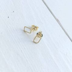 Eva Schreuder earrings #kolifleur #dutchdesign #jewelry  by @ninabrigitte