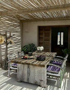 Bamboe schuttingplaat als overkapping terras.