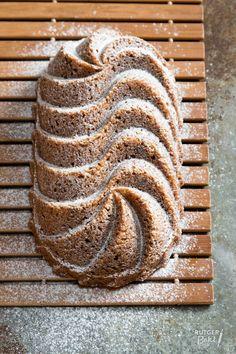 Easy Cake : Coffee cake with pecan recipe, Cake With Pecans Recipe, Rudolph's Bakery, Baking Recipes, Cake Recipes, Sweet Bakery, Sweet Pie, Bread Cake, Coffee Cake, Cake Cookies