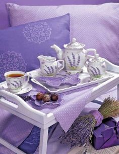 I love lavender,this I've never seen this pattern before on a tea set, would love this