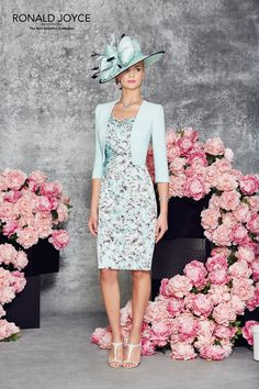 Wedding dresses and bridal gowns Mother Of The Bride Fashion, Mother Of Bride Outfits, Mother Of Groom Dresses, Mothers Dresses, Mob Dresses, Fashion Dresses, Dresses With Sleeves, Formal Dresses, Wedding Dresses