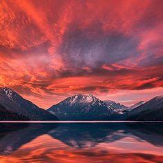 Fire in the sky 🔥 repost @neohumanity #sunset #onp #wildsidewa #mountains #wanderwashington #pnw #reflection #awesome #nature #staycation