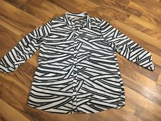 Womens Size 2 Large 12 Chicos Black / White Tunic Long Button Up Shirt Top #Chicos #ButtonDownShirt #EveningOccasion