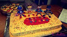 pastel con temática de super héroe para fiesta infantil
