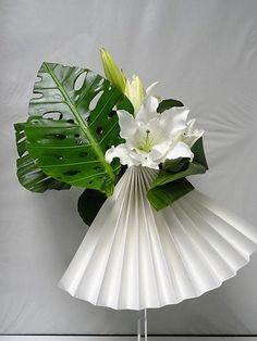 Les p'tits papiers Arrangements Ikebana, White Flower Arrangements, Floral Centerpieces, Home Flowers, Fresh Flowers, Flowers Garden, Simple Flowers, Diy Flowers, Deco Floral