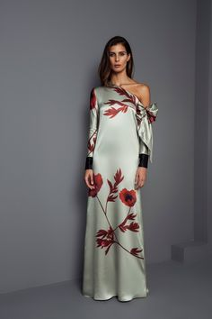 See the complete Johanna Ortiz Fall 2017 Ready-to-Wear collection. The complete Johanna Ortiz Fall 2017 Ready-to-Wear fashion show now on Vogue Runway. Maxi Dress With Sleeves, Dress Up, Dress Casual, Dress Long, Chic Dress, Ruffle Dress, Dress Shoes, Shoes Heels, Bodycon Dress