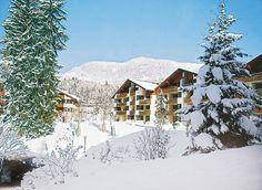 Het familievriendelijke Dorint Sporthotel Garmisch-Partenkirchen is een uitstekend 4-sterren Superior hotel met goede sport- en ontspanningsfaciliteiten, gelegen in het eersteklas wintersportgebied rond Garmisch-Partenkirchen. Het hotel is bij uitstek geschikt om een actieve vakantie te combineren met een wellnessverblijf. Dorint Sporthotel Garmisch-Partenkirchen ligt idyllisch aan de voet van de Zugspitze, met 2962 m de hoogste berg van Duitsland. Officiële categorie ***