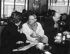 Picasso au Café de Flore à Paris. 1938.  Brassaï