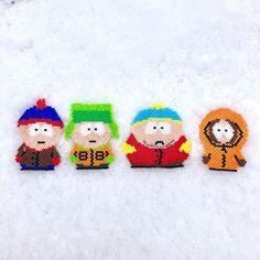 Je suis sûre qu'il a neigé exprès pour que je puisse prendre cette photo :) la joyeuse bande de South Park est enfin réunie ! #southpark #stan #kyle #cartman #kenny #neige #jenfiledesperlesetjassume #miyuki #diagrammeprotege #motifmarinousse