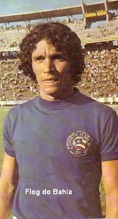 Eliseu  Teve 3 passagens pelo Bahia entre o final dos anos 60 e início dos anos 70. Meia habilidoso, destacava-se pelos lançamentos e é sempre lembrado nas listas dos maiores jogadores do clube. Fez 27 gols pelo Bahia.