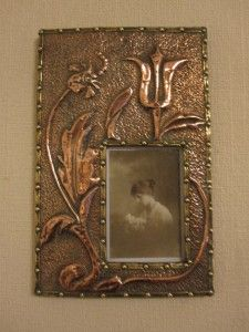 ARTS & CRAFTS HAND HAMMERED COPPER AND BRASS WALL HUNG PHOTOGRAPH FRAME