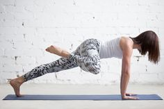Try these 18 variations to see fast results with your core workout. Pilates Poses, Yoga Poses, Hernia Exercises, Fitness Herausforderungen, Muffin Top Exercises, Back Muscles, Workout Challenge, Spiderman, Yahoo Beauty