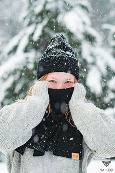 Women's Winter Wonderland Look in Black, Grey and Cork. Organic Merino Wool Beanie and Scarf by VAI-KØ. Shop here! Beanie Outfit, Great Christmas Gifts, Casual Winter Outfits, Kos, Winter Wonderland, Merino Wool, That Look, Winter Hats, Lovers