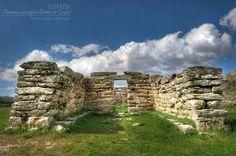 Esterzili -Tempio nuragico Domu'e Orgia. Sardinia/Cerdeña