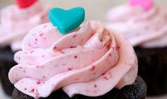 La ButterCream (Crema de Mantega) s'utilitza per farcir pastissos, cobrir-los o decorar-los. És molt fácil de fer i sempre se li poden afegir colorants alimentaris, aromes i així tenir una crema de mantega ben colorada i bona.