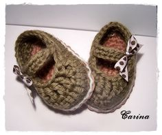 Brown babyshoes