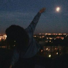 night and moon image Night Aesthetic, Summer Aesthetic, Aesthetic Grunge, Aesthetic Photo, Aesthetic Girl, Aesthetic Pictures, From Dusk Till Down, Grunge Photography, Insta Photo Ideas